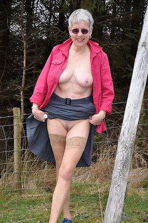 Pretty mature woman upskirt