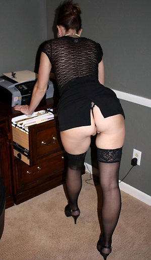 Horny mature women upskirt pics
