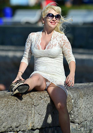 Hot milf upskirt pussy pictures