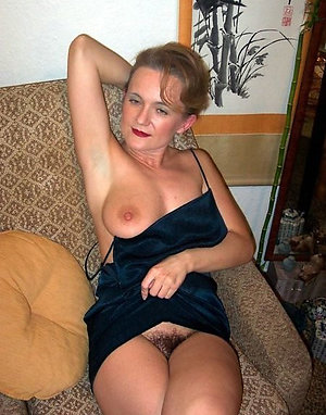Amateur older women upskirt pictures