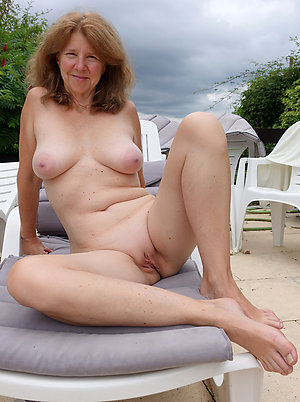 Nude slutty wife amateur pics