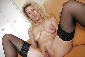 Classy mature wife nude xxx pics