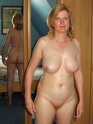 Hottest real mature wife stripped
