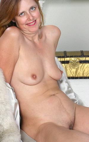 Free mature women nude amateur photos
