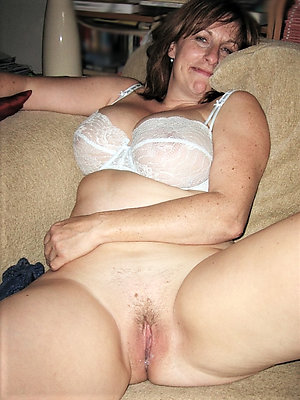 Naughty old lady nude amateur photos