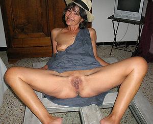 Slutty amateur nude wife photos