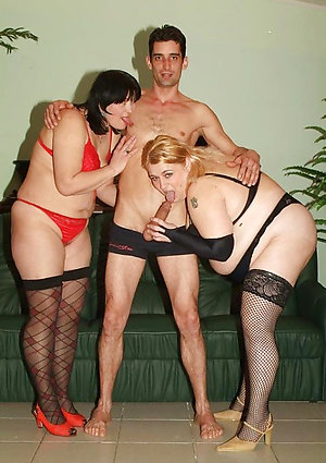 Old lady amateur homemade threesome