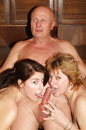Inexperienced threesome mature porn