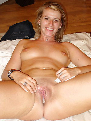 Sexy hot mature lady creampie pics