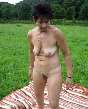 Xxx mature nude blondes pictures