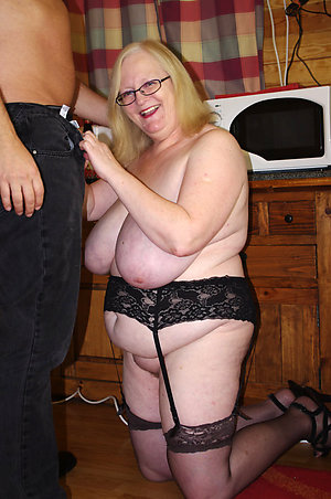 Bush-leaguer mature floozy wifes pics