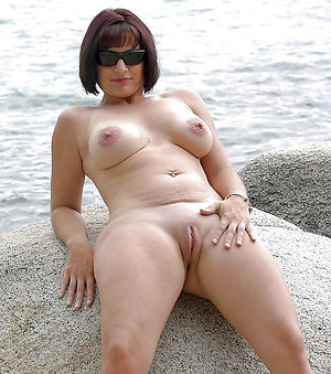 Slutty mature pussy solo pictures
