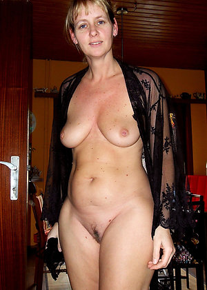 Hot busty mature solo pictures