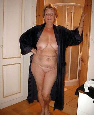 Amateur pics of mature natural breast