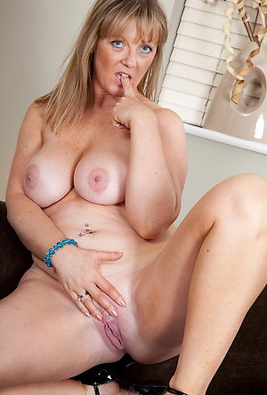 Amazing natural naked mature women porn