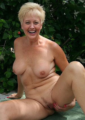 Amateur mature natural woman