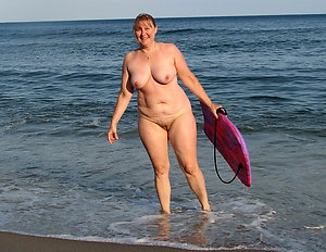 Free nude beach women amateur pictures