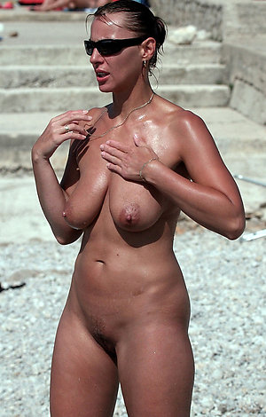 Real sexy women nude beach pics