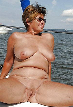 Xxx naked women on the beach