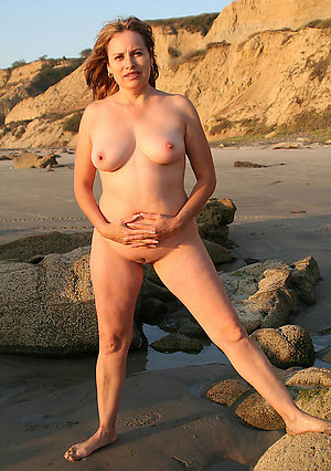 Nice mature pussy on the beach