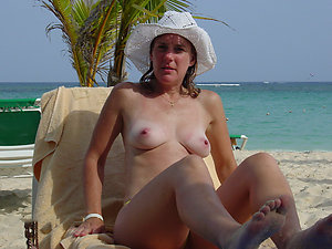 Busty mature beach pictures
