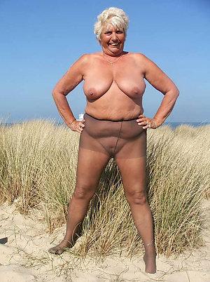 Real mature beach porn pics