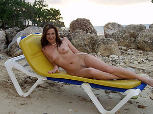 Hot mature beach sex gallery
