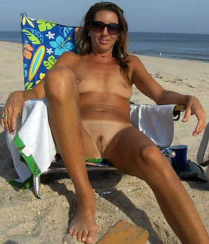 Free mature beach boobs pics