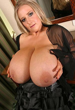 Free naked women big tits pics