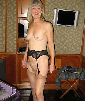 Slutty  amateur mature in stockings