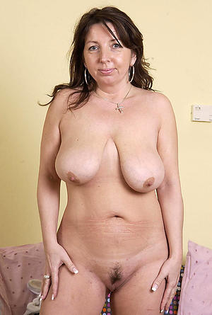 Amateur mature housewife pussy gallery