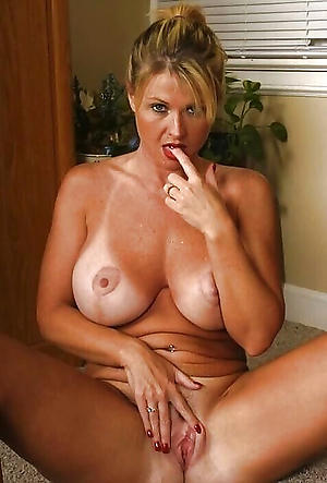 Amazing nude mature housewife