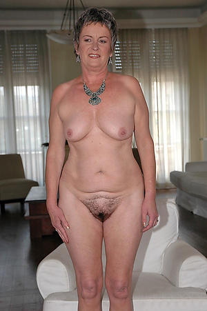 Easy nude mature housewife