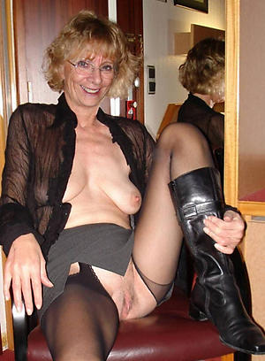 Amateur pics of beautiful mature ladies