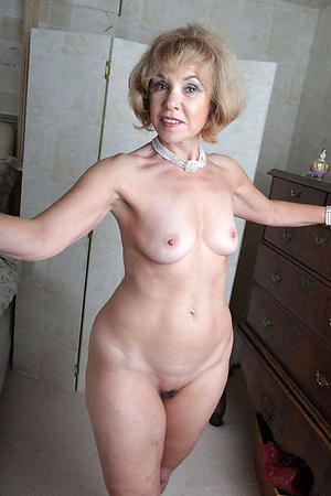 Amazing mature ladies masterbating pics