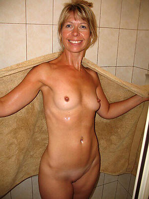 Pretty mature cougar xxx pics