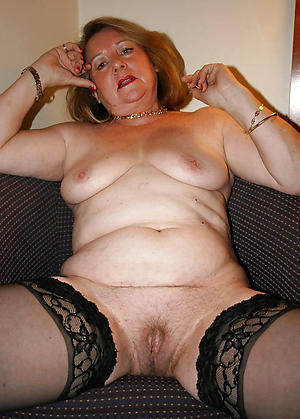 Pretty nude mature cougars photos