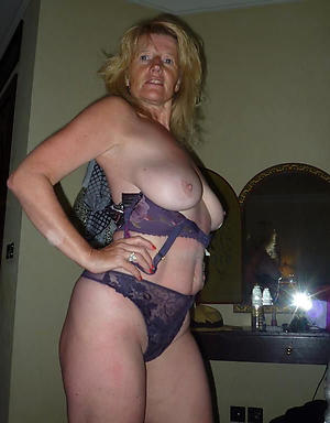 Naked mature cougar pussy photos