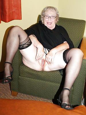 Pretty nude womens legs