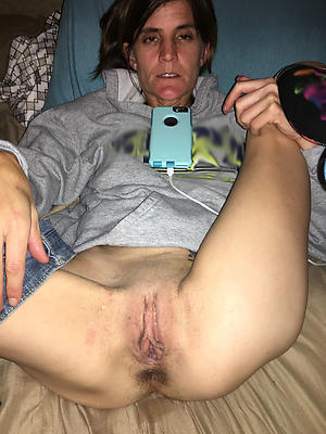 Pretty women showing pussy