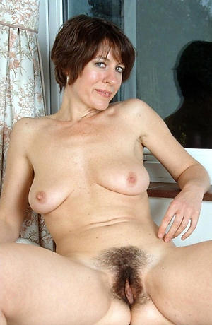 Nude mature wet cunt pictures