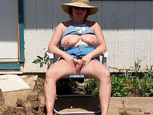 Naked mature slut xxx
