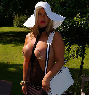 Fetching sexy mature babes pics