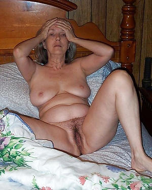 Exposed X-rated mature women xxx