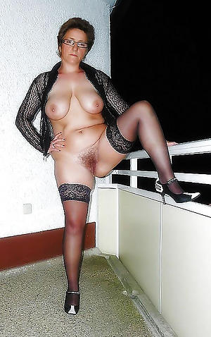 Sexy nude moms
