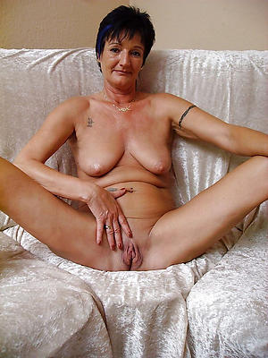 Pretty skinny mature saggy tits