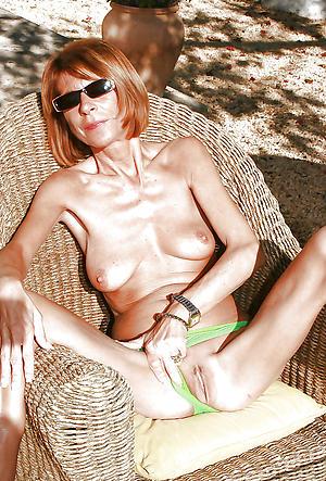 Amateur free pics of skinny adult saggy tits