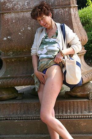Xxx upskirt photos of women
