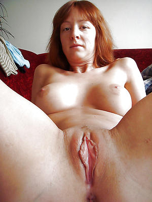 Inexperienced mature hairy pussy close up