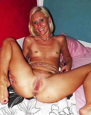 Hairy mature vagina